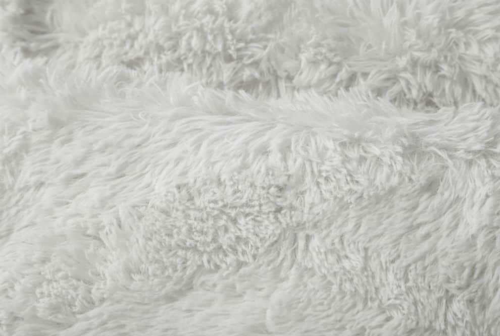 DaDa Bedding Faux Fur Blanket for a Cozy Bed